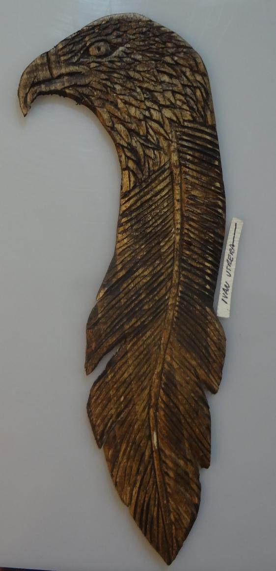 aguila tallada en madera